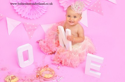 Cake smash photography| Newcastle under Lyme| Stoke on Trent | Cake smash | Esme